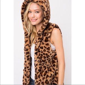 Jackets & Blazers - Sleeveless Leopard Hoodie Vest w/ Pocket Detail
